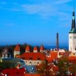 Schöne Altstadt, hohe Zinsen. Aber wer sein Geld an eine estnische Bank verliert, muss es auch hier vor Ort einklagen.