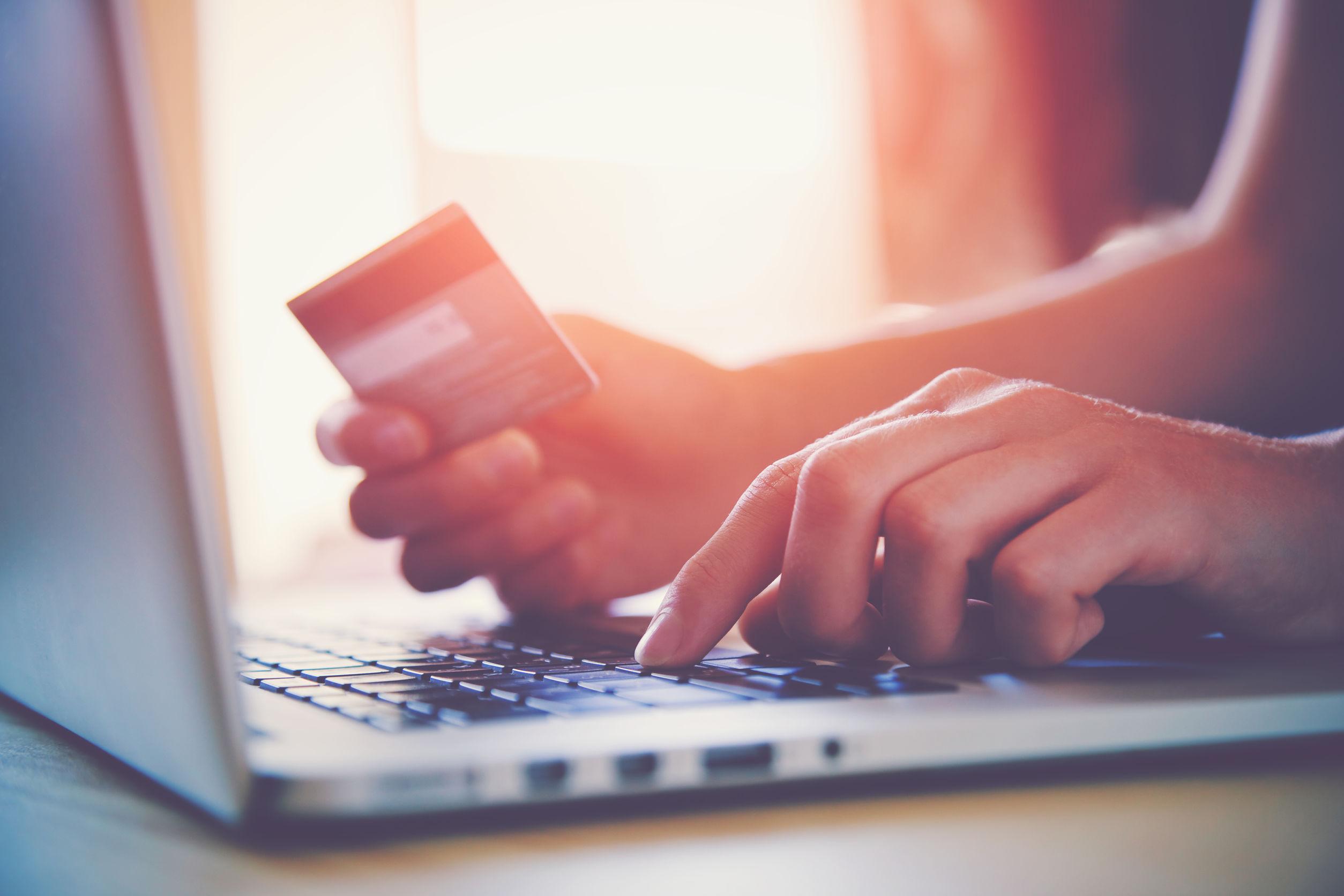 Sicheres Online-Shopping: Welche Versicherung schützt bei Betrug im Netz?