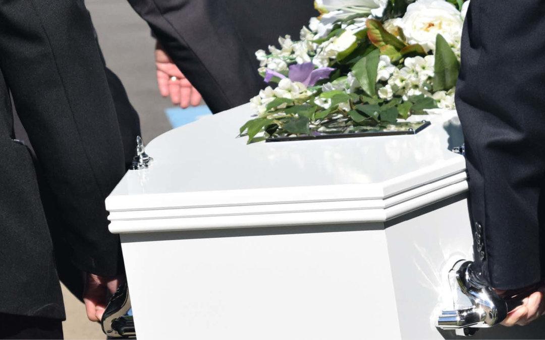 Wer früher stirbt: Die 5 wichtigsten Fragen zur Sterbegeldversicherung