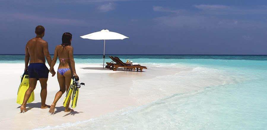Bild_magazin reiseversicherung strand pärchen